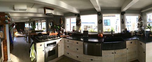 Flo kitchen