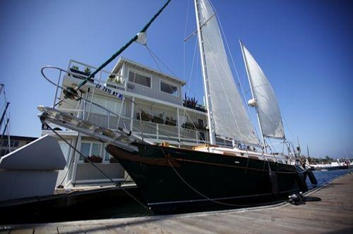 Flo-housesboat5-600x399
